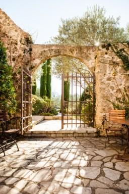 Bastide de Moustiers - extérieur portail - (c) PierreMonetta